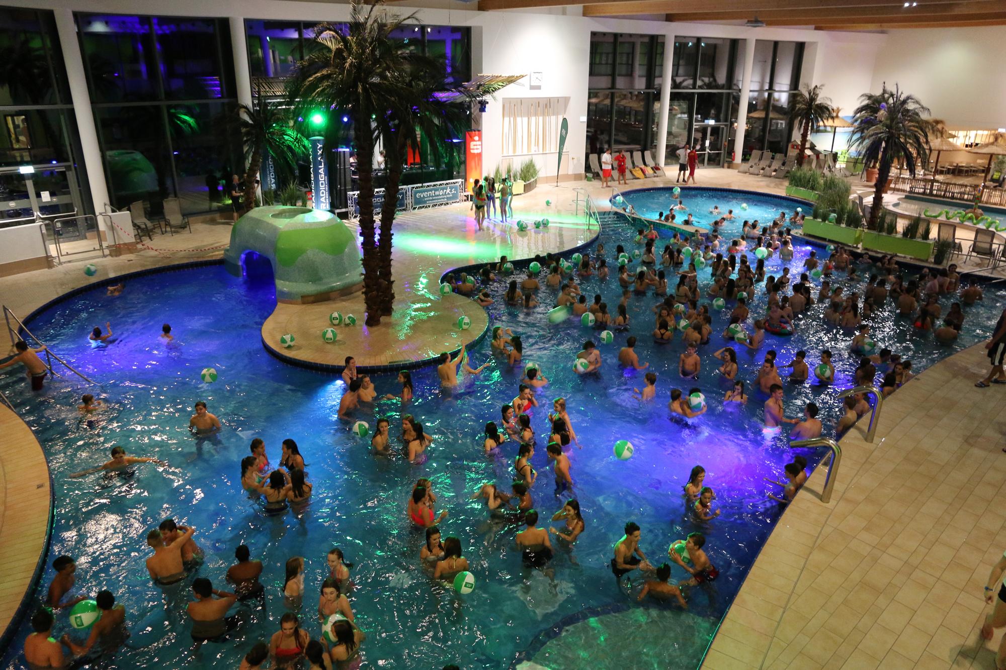 Macht Alarm Pool Party_2015 (1)